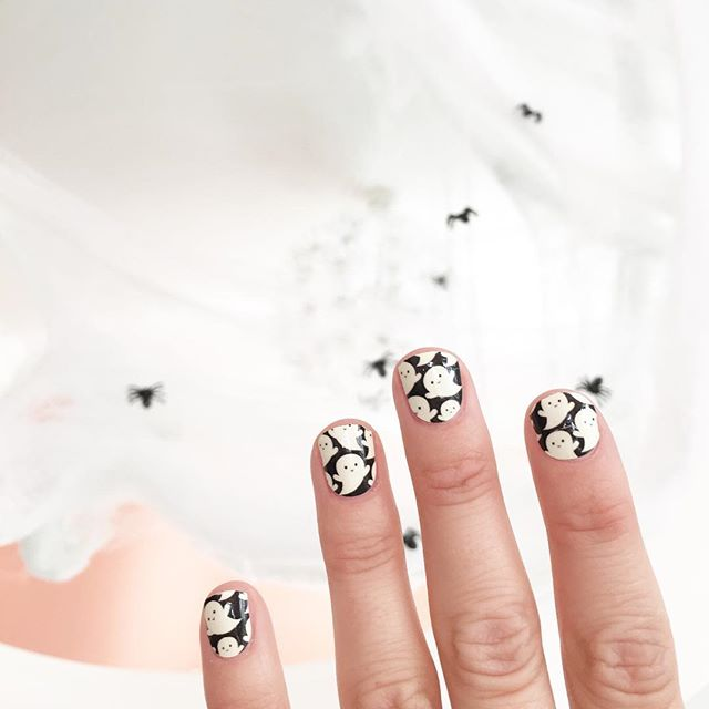 Get Perfect Nails Just In Time For Halloween These Coconutnailart Polish Strips Are The Bomb And How Adorable Is This Glow Dark Ghost Print